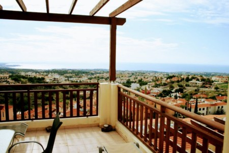 A modern apartment with stunning sea views – PVE301