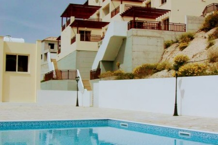 A charming apartment with communal pool – PVH101