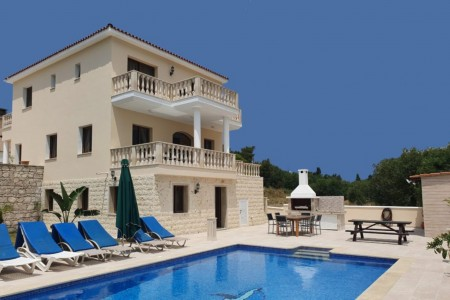 A beautiful detached villa with private pool and mountain views – VMK
