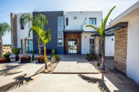 A stunning five-bedroom contemporary villa with private swimming pool – VGP