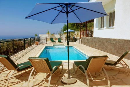 A 3 bedroom villa with stunning views and private pool – LLP