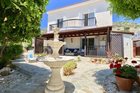 A stunning 3 bedroom villa with private pool & mountain views – VAP