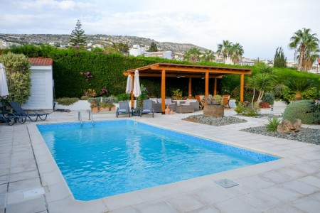 A spacious 3 bedroom villa with private pool and mountain views – AKP