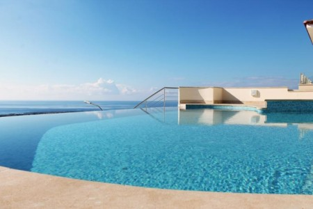 A modern apartment with beautiful sea views – BV7